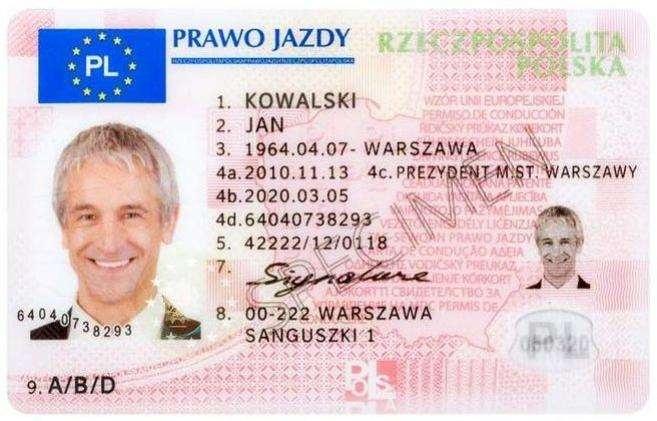 Polskie prawo jazdy Polskie prawo jazdy według standardu UE po 19.01.2013; wzór przygotowany przez Ministerstwo Transportu, Budownictwa i Gospodarki Morskiej – po 4.03.2019 r. z prawa jazdy zniknął adres zamieszkania kierowcy