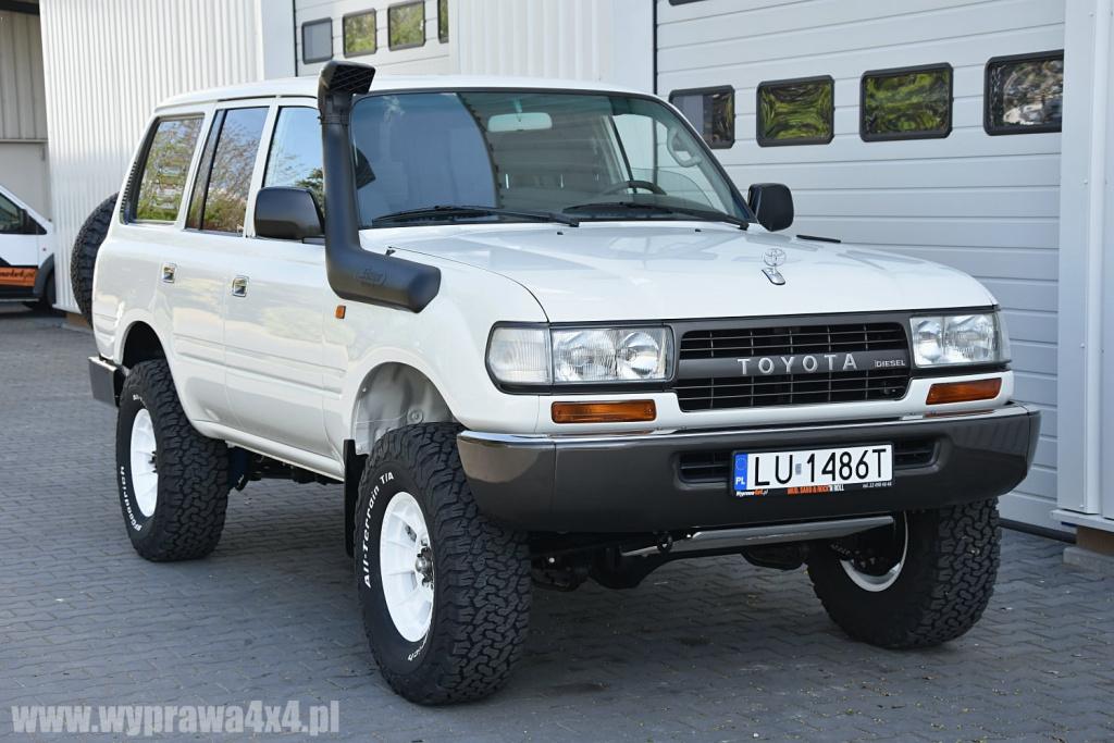 Toyota Land Cruiser z 1990 r. rozebrana i odbudowana wyłącznie z fabrycznie nowych części i podzespołów.