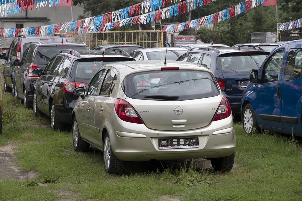 Plac z samochodami używanymi